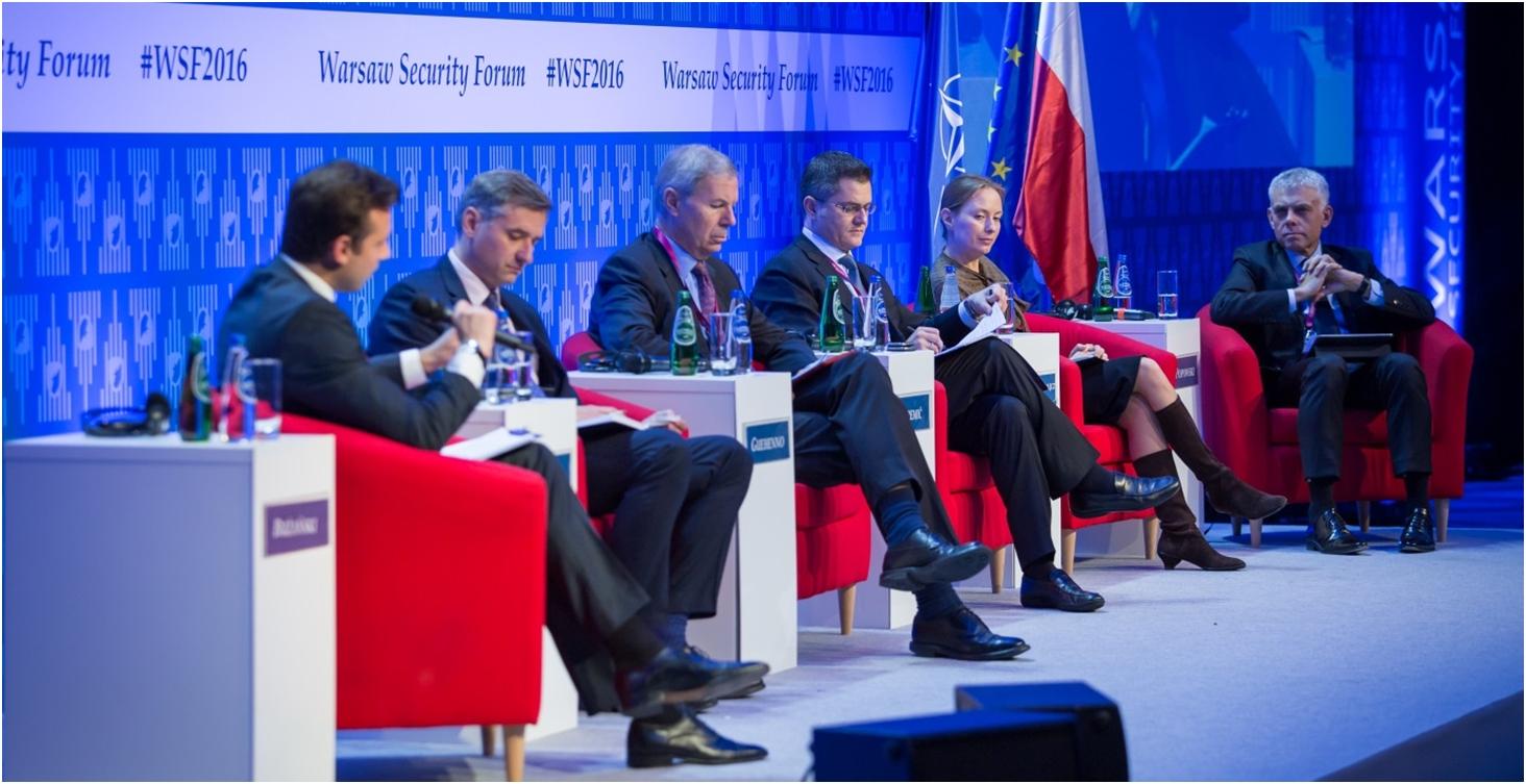 Dyskusja natemat polityki państw Zachodu względem konfliktów zbrojnych naWSF