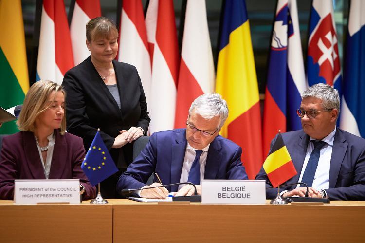 ANALIZA: Polityka Bezpieczeństwa iObrony Unii Europejskiej: odStrategii Globalnej doPESCO